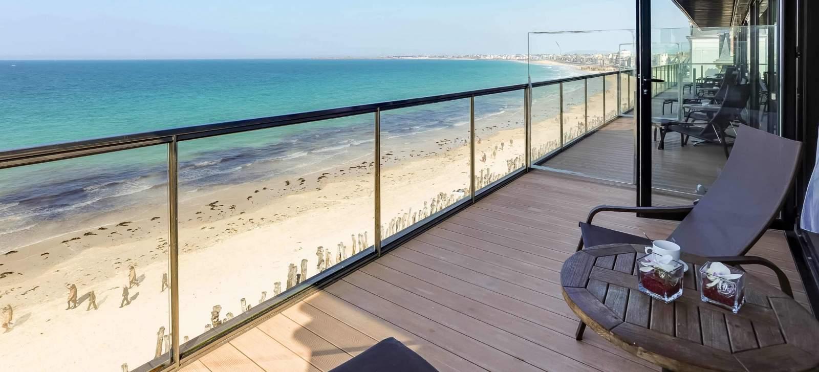 Terrasse chambre vue mer - Hôtel Oceania Saint-Malo 4 étoiles (10).jpg