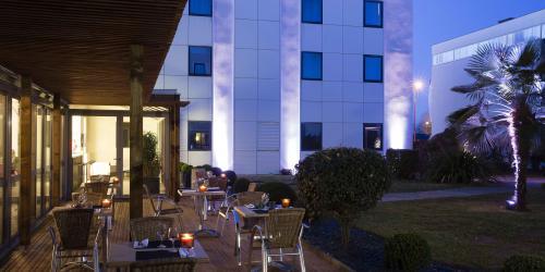 Terrasse de nuit - Hotel 4 etoiles Oceania rennes.jpg