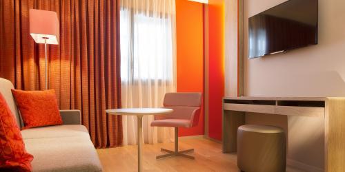 salon_suite - Hôtel 4 étoiles Oceania Paris Roissy aéroport CDG.jpg