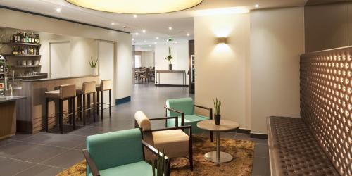 Hotel Escale Oceania Quimper 3 étoiles - Lobby et bar.jpg