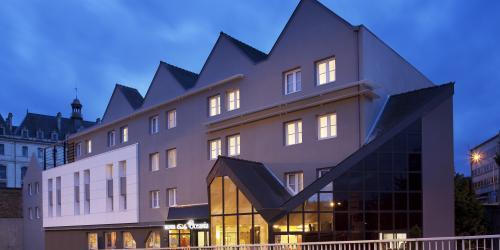 Hôtel Escale Oceania Vannes 3 étoiles - Façade nuit.jpg