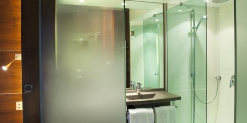 Salle de bain - Hotel 4 etoiles Oceania rennes (2).jpg