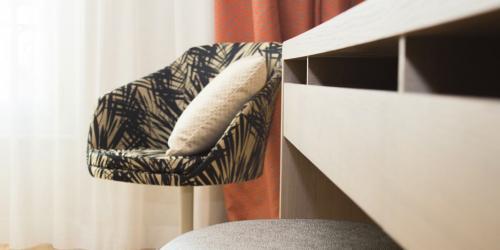 Oceania-Le-Metropole-Montpellier---4-etoiles---Chambre-Oceania-fauteuil.jpg
