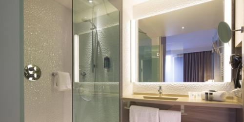 Salle de bain - Hotel 4 etoiles Oceania rennes (3).jpg