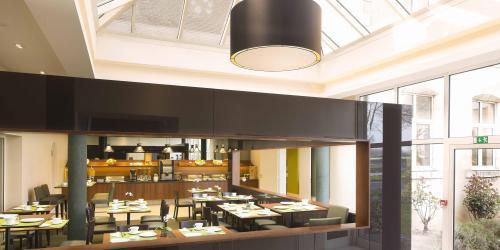 Hotel 3 étoiles Orléans Escale Oceania - Verrière salle petit-déjeuner.jpg