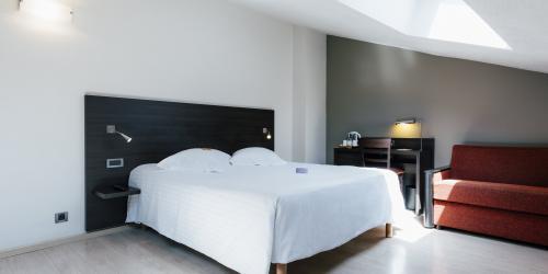 Hotel Marseille Escale Oceania 3 étoiles - Hotel Vieux Port Marseille - Suite Junior.jpg