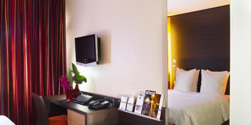 Bureau Chambre Supérieure - Hotel Oceania Paris Porte de Versailles 4 étoiles.jpg