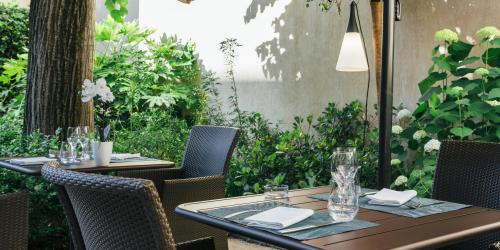 Hotel Oceania Le Metrople Montpellier - Hotel Spa 4 etoiles Montpellier - La Closerie Restaurant Exterieur.jpg