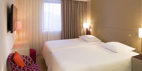 Chambre - Hotel 4 etoiles Oceania rennes (2).jpg