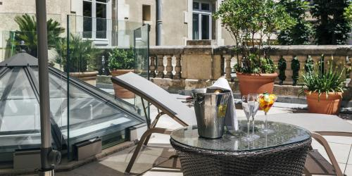 Hotel Oceania Le Metrople Montpellier - Hotel Spa 4 etoiles Montpellier - Terrasse Suite Accueil VIP.jpg