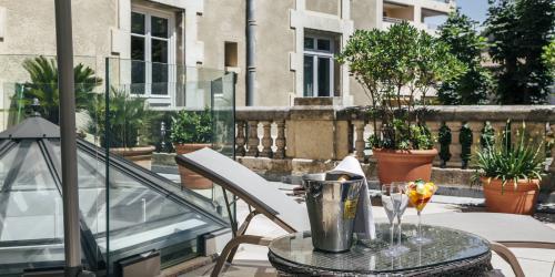 Hotel Oceania Le Metrople Montpellier - Hotel Spa 4 etoiles Montpellier - Terrasse Suite Accueil VIP.jpg