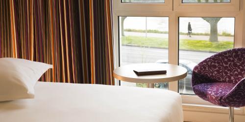 Hotel 3 étoiles Orléans Escale Oceania - Vue sur la Loire depuis certaines chambres.jpg