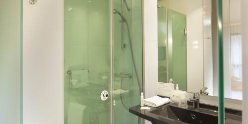 Hotel Escale Oceania Quimper 3 étoiles - Douche italienne.jpg