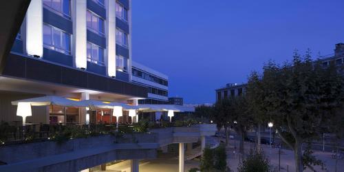 Terrasse - Hotel Oceania Clermont ferrand 4 etoiles (1).jpg