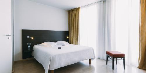 Hotel Marseille Escale Oceania 3 etoiles - Hotel Vieux Port Marseille - Supérieure Double Chambre.jpg