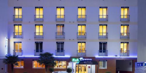 Facade - Hotel Escale Oceania Lorient 3 etoiles.jpg