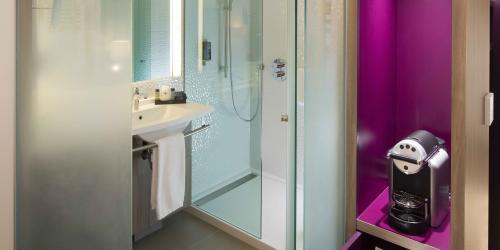 Salle de bain - Hotel 4 etoiles Oceania rennes (4).jpg
