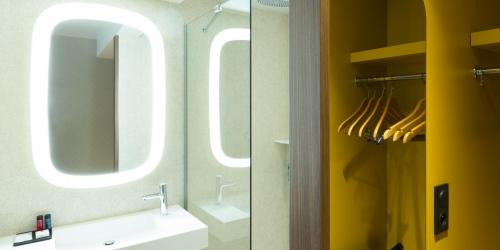Salle de bain - Oceania Paris Porte de Versailles.jpg