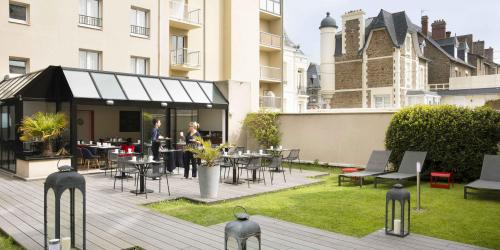 Hotel 3 etoiles Escale Oceania Saint Malo - jardin (4).jpg