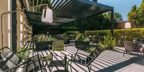 Hotel Escale Oceania Aix en Provence - Hotel 3 etoiles Aix terrasse (9).jpg