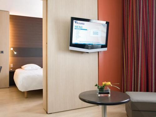Salon Junior Suite Executive - Hotel Oceania Paris Porte de Versailles 4 étoiles.jpg