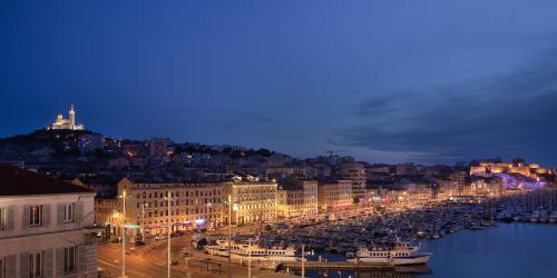 Vue-De-Nuit-Hôtel-Escale-Oceania-3-etoiles-Marseille.jpg