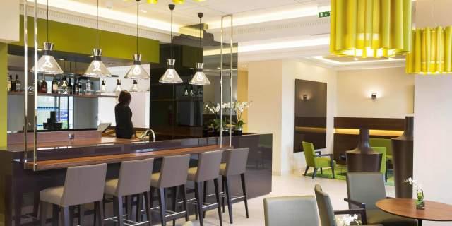 Hotel 3 étoiles Orléans Escale Oceania - Détente-au-bar.jpg