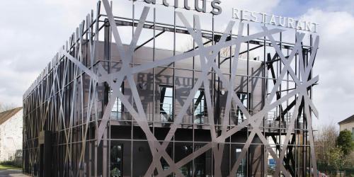 Restaurant_Nautilus---Hôtel-4-étoiles-Oceania-Paris-Roissy-aéroport-CDG.jpg
