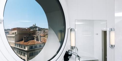 Hotel Marseille Escale Oceania 3 etoiles - Hotel Vieux Port Marseille -  Suite Junior.jpg