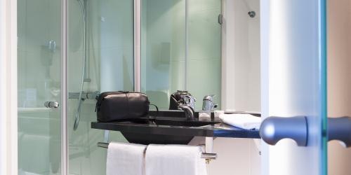 Salle de bain - Hotel Escale Oceania Rennes Cap Malo 3 etoiles.jpg