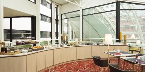 buffet_pdj - Hôtel 4 étoiles Oceania Paris Roissy aéroport CDG.jpg