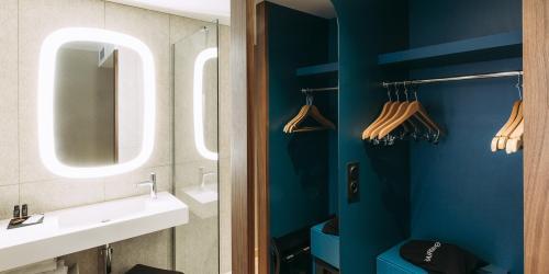 Hotel Spa Oceania Paris Pte de Versailles 4 etoiles - Salle de bain 1.jpg