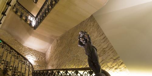 hotel-4-etoiles-dijon-oceania-le-jura-escalier.jpg