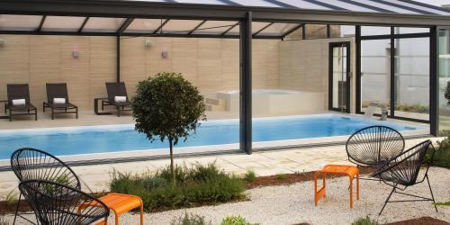 hotel-4-etoiles-dijon-oceania-le-jura-hotel-spa-piscine-terrasse.jpg