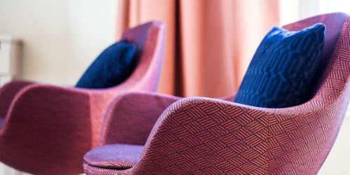 Oceania-Le-Metropole-Montpellier---4-etoiles---Chambre-Prestige-fauteuils.jpg