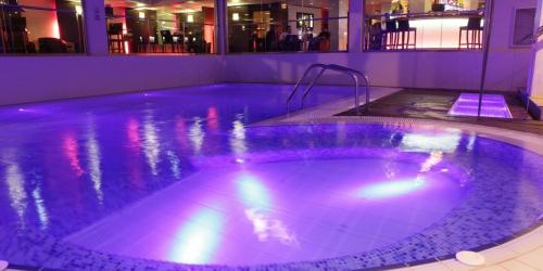 Jacuzzi - Hotel Oceania Paris Porte de Versailles 4 étoiles.JPG