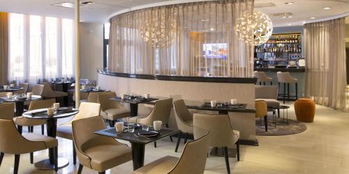 hotel-4-etoiles-dijon-oceania-le-jura-salle-petit-déjeuner.jpg