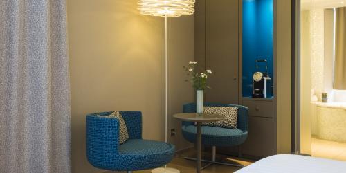 Hotel 4 étoiles Nantes Oceania Hôtel de France -  Chambre Deluxe coin salon.jpg