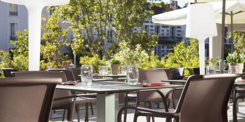 Terrasse - Hotel Oceania Clermont ferrand 4 etoiles (2).jpg