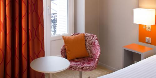 hotel-4-etoiles-dijon-oceania-le-jura-chambre-supérieure-double-fauteuil.jpg