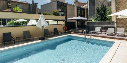 Hotel Oceania Le Metrople Montpellier - Hotel Spa 4 etoiles Montpellier - Piscine et Jacuzzi.jpg