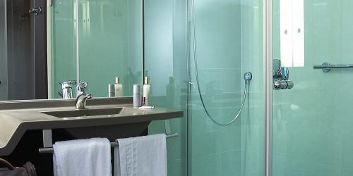 Salle de bain - Hotel Oceania Quimpe 4 etoiles  (2).jpg