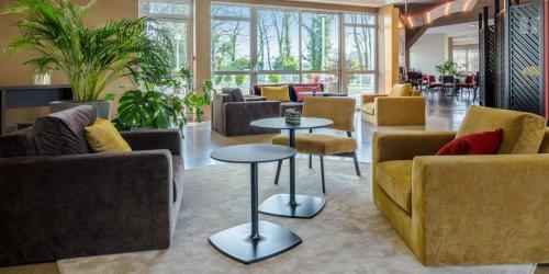 Lobby - Hotel Oceania Quimpe 4 etoiles.jpg