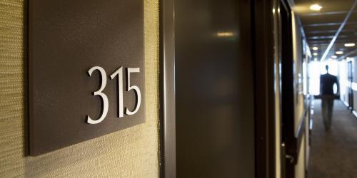 Hôtel Escale Oceania Vannes 3 étoiles - Couloir.jpg