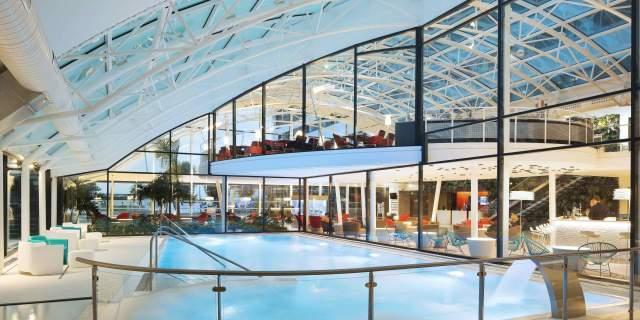 Hotel-piscine--intérieur---Hôtel-4-étoiles-Oceania-Paris-Roissy-aéroport-CDG-(4).jpg