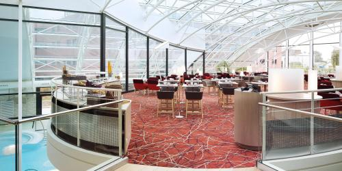 salle_pdj - Hôtel 4 étoiles Oceania Paris Roissy aéroport CDG  (2).jpg