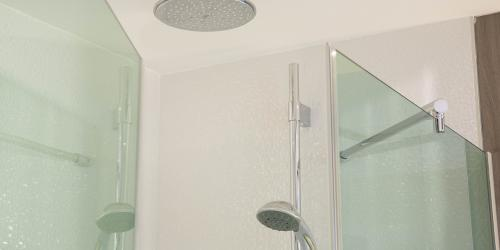 Salle de bain - Hotel Oceania Clermont ferrand 4 etoiles (6).jpg