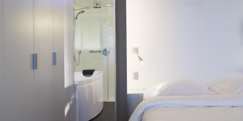 Chambre - Hôtel Oceania Saint-Malo 4 étoiles (13).jpg