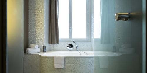 Hotel 4 étoiles Nantes Oceania Hôtel de France -  Chambre Prestige avec baignoire.jpg