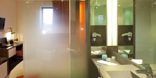 Salle de bain - Hotel 4 etoiles Oceania rennes (1).jpg